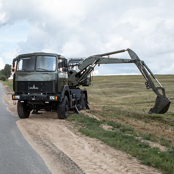 EW-25-M2 EXCAVATOR ON MAZ 6317F5 CHASSIS PRESENTED